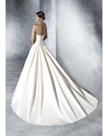 White One by Pronovia JUNCAL